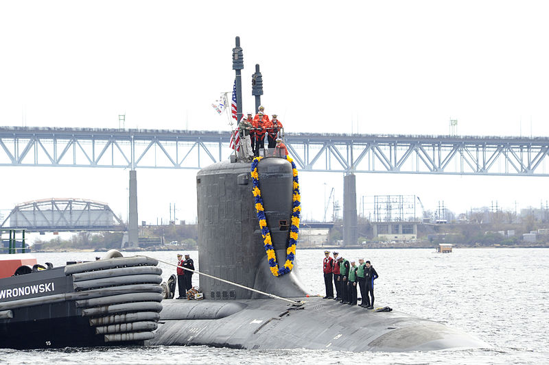File:US Navy 100413-N-8467N-001 The attack submarine USS Virginia (SSN 774) makes her way up the Thames River to Submarine Base New London.jpg
