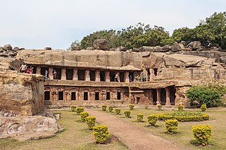 History of Jainism - Image: Udayagiri Caves Rani Gumpha 01