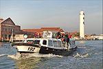 Un vaporetto devant le phare de lîle de Murano (lagune de Venise) (8183468361).jpg