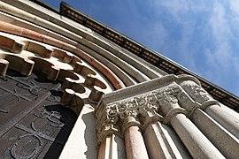 Väskinde kyrka Go sydportal detalj 1.jpg