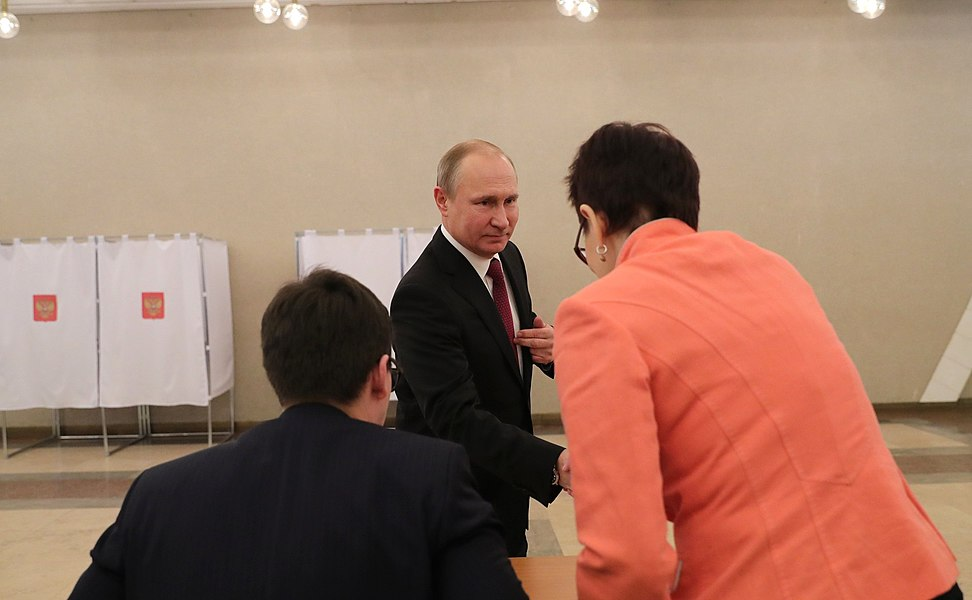 Vladimir Putin voted in the presidential election in Russia in 2018 02.jpg