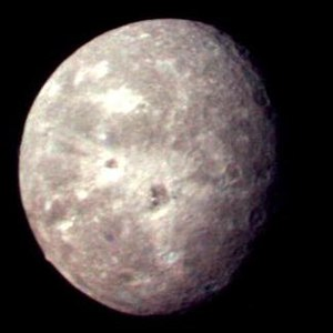 Oberon (moon) - Image: Voyager 2 picture of Oberon