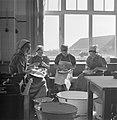 Vrouwen in de keuken in het Joodse werkdorp in de Wieringermeer, Bestanddeelnr 254-4909.jpg