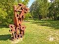 Warszawa-Sculpture in Park.jpg