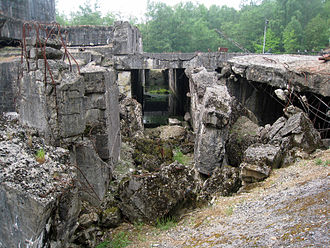 Blockhaus d'Éperlecques - The wrecked fortified train station on the north side of the bunker, 2011