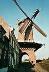 Runmolenpoort met molen (Rijn en Lek)