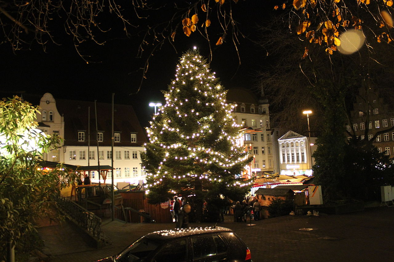 datei weihnachtsmarkt 2011 flensburg weihnachtsbaum auf. Black Bedroom Furniture Sets. Home Design Ideas