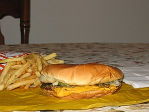 Social class differences in food consumption - Cheeseburger (fast food)