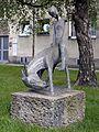 Wien-Penzing - Bronzeplastik Bockender Esel mit Reiter - Elisabeth Turolt - 1966.jpg