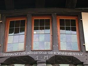 Eguisheim - A window in Eguisheim with an inscription in Alsatian.