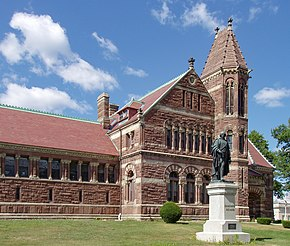 Woburn, Massachusetts, Library with statue of Benjamin Thompson.JPG