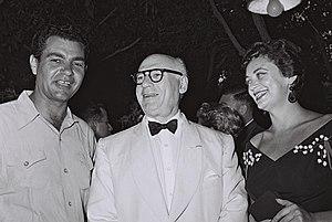 Sol Hurok - Sol Hurok (middle) with Israeli actors Yossi Yadin and Hanna Maron. Ramat Gan, 1954