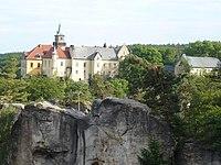 Zamek Hruba Skala, pohled z vyhlidky 1.JPG