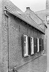 foto van Lange woning met rechte gootlijst