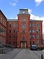 Жилой дом для служащих фабрики Большевик с магазином. Фасад со стороны входа.jpg
