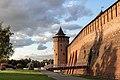 Западное прясло коломенского кремля с Коломенской башней и Михайловскими воротами.jpg