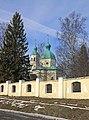 Ограда. На заднем плане церковь Иоанна Богослова.jpg