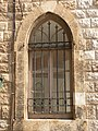 מה מסתתר מאחורי החלון בית מס' 8 שדרות בן גוריון חיפה.JPG