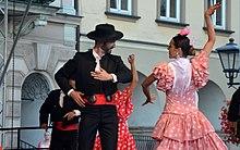 c2dcfded3aa61f Costumes de la danseuse et du danseur de flamenco.