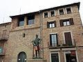 027 Plaça Gran, amb el Timbaler del Bruc i la capella de Sant Andreu (Santpedor).JPG