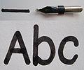 07Redisfeder mit Strich und Schriftbeispiel.jpg