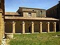 109 Abadia de Santa Maria, claustre, galeria est.jpg