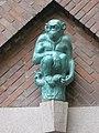 1160 Thalheimergasse 34-38 Stg. 10 - Friedrich Becke-Hof - Keramik-Wandplastik Schimpanse IMG 8077.jpg