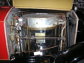 Steam car - Boiler in a 1924 Stanley Steamer Serie 740. To the right is the condenser