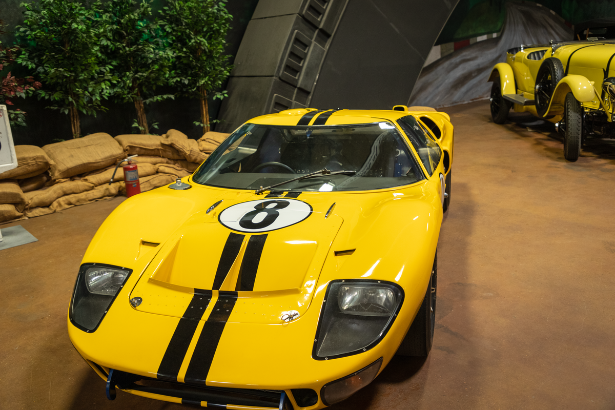 1966 Ford GT40 Mark II (1966 24 Hours of Le Mans, No.8) (Simeone) 02.png