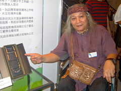 Umass Zingrur (left), an indigenous artisan, showcased his jewelry craft (right) during the exhibition.Image: Rico Shen.
