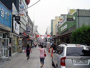 Onyang-dong - Pedestrianised street in central Onyang