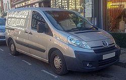 2014 Toyota Proace 1200 L1H1 HDi 2.0 Front.jpg