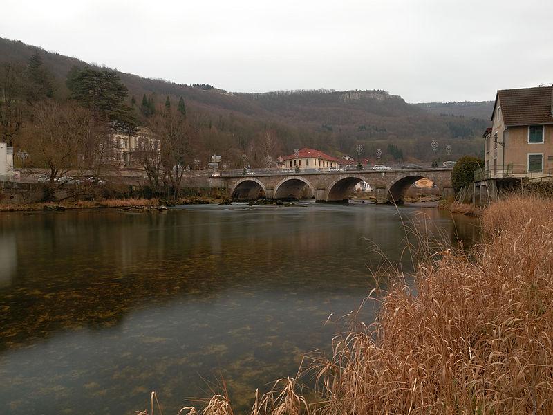 This file was uploaded  with Commonist.    Le Doubs, à Pont-de-Roide.  Photo réalisée avec un filtre Hoya ND8 + un filtre polarisant Hoya PRO1 + filtre ND8 intégré activé.