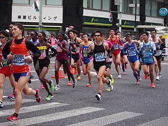 2015 Tokyo Marathon - The leading women in the marathon race (Tiki Gelana is left of centre, wearing number 31)