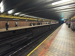 21 St Queensbridge platform west side.JPG