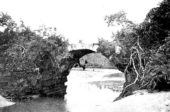 24-Bridge at entrance to Old Panama 300 yrs old.jpg