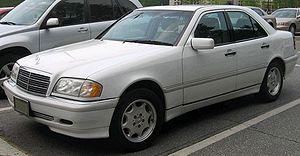...на мерседесе стала применяться с 1993 года, но условно mercedes 190 (кузов w201) - первый представитель с-класса.