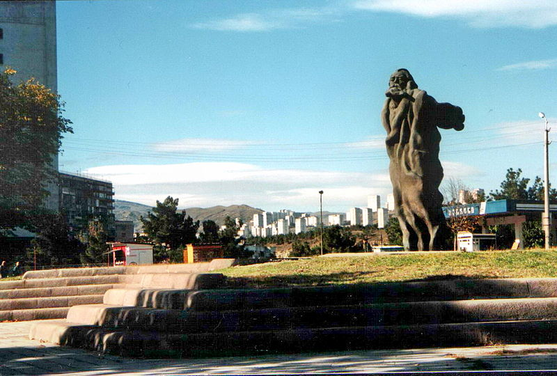 File:A monument in Tbilisi.jpg