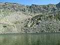 Abrupt sub lacul Rosiile - panoramio.jpg
