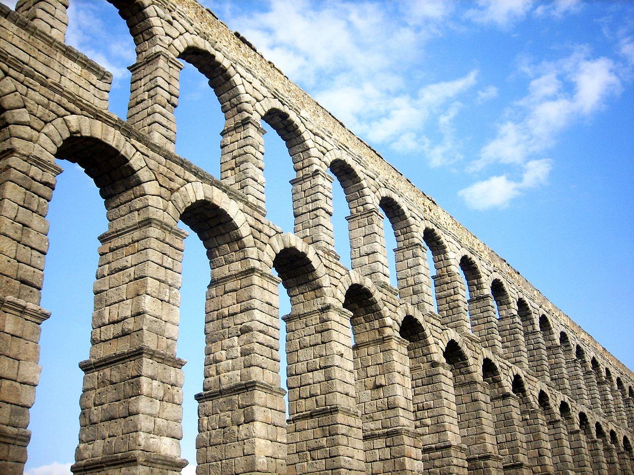 File:Acueducto en Segovia.jpg - Wikimedia Commons