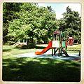 Aire de jeux dans le parc de l'Hôtel de ville de Prades - Château Pams.JPG