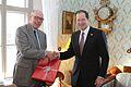 Ambassador Mark Brzezinski presents a gift to Stockholm University Vice-Chancellor Kåre Bremer.jpg