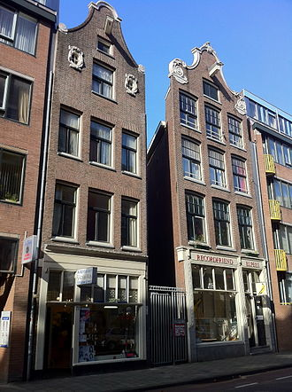 Johannes Vingboons - The house on the left was the Vingboons residence and the gap between the two houses is the Salamandersteeg.
