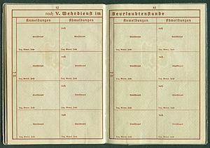 Amtsdokument Paul Fischer 1937 Leutnant Wehrpass Luftwaffe Seite 44 45 noch Wehrdienst im Beurlaubtenstande Anmeldungen Abmeldungen.jpg