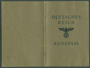Amtsdokument Paul Fischer 1940 Deutsches Reich Reisepass Seite 01 36 Umschlagseiten außen.jpg