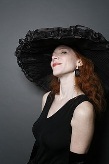 Amy Alkon in hat.jpg
