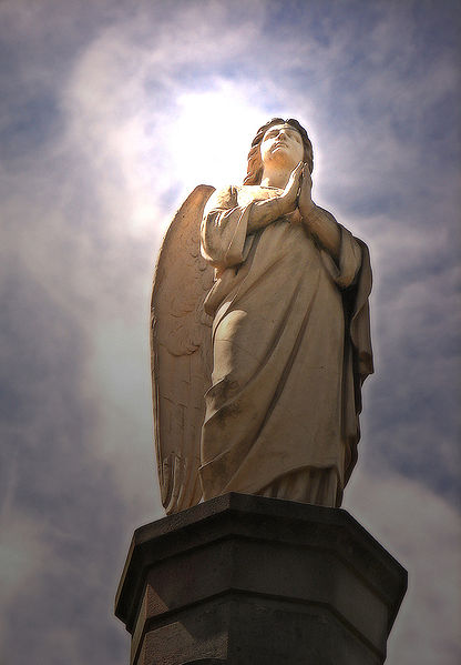 File:Angel statue.jpg