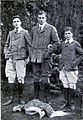 Anthony wilding, with bela and antal lipthay, at louvrin, 1907.jpg