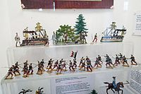 Antique toy French soldiers (26409491701).jpg