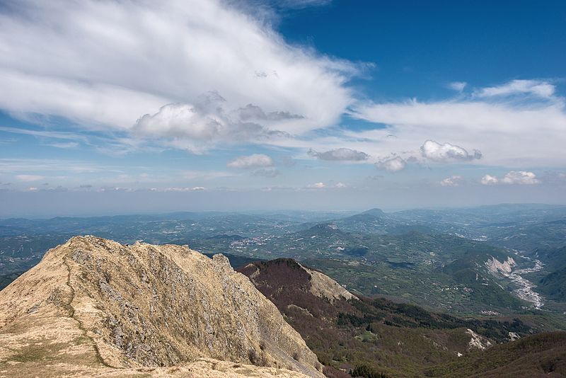 File:Appenino Reggiano - Monte Ventasso, Busana, Reggio Emilia, Italy - April 30, 2017 02.jpg